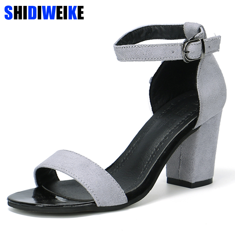 2019 Neue Retro Mode Sandalen Sommer Wildleder Metall Schnalle Nationalen Wind Wilden Einfache High Heels Trend Casual Frauen Einzel Schuhe Senility VerzöGern