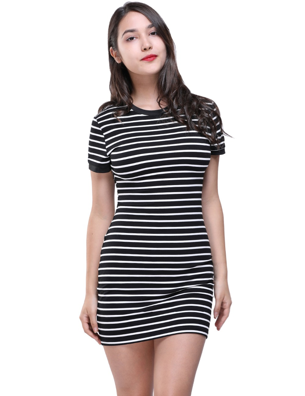 Vestido curto listrado preto e branco