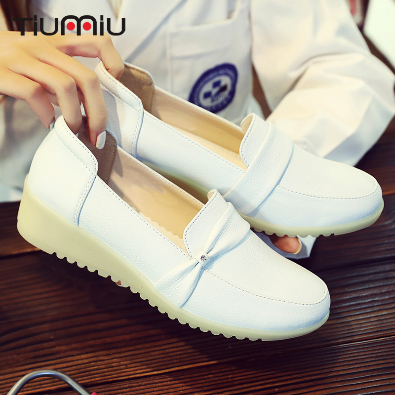 2018 Doctor Nurses Shoes Female White Workwear Soft Soles Wedges Shoes Non-Slip Medical Shoes Hospital Breathable Surgical Shoes