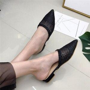 Image 4 - Женские остроносые шлепанцы на низком каблуке NIUFUNI, летние плетеные сандалии из тростника и ротанга, пляжная обувь, женские тапочки, плоская обувь, сланцы