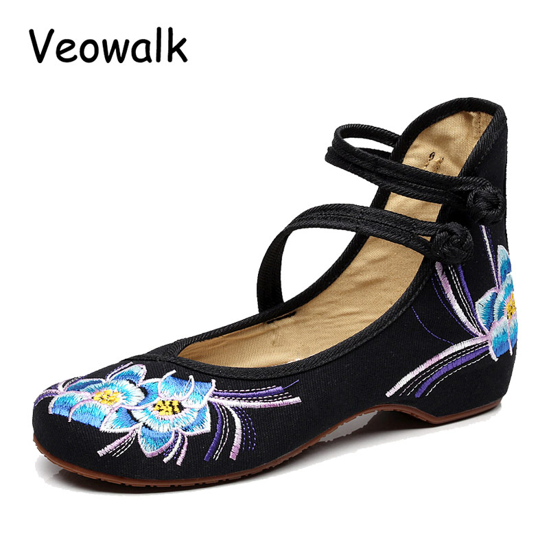 Veowalk Chinese Style Women Casual Canvas Shoes Cotton Floral Embroidered Vintage Ladies Flat Ballets Zapatos Mujer Black Red vintage flats shoes women casual cotton peacock embroidered cloth flat ankle buckles ladies canvas platforms zapatos mujer