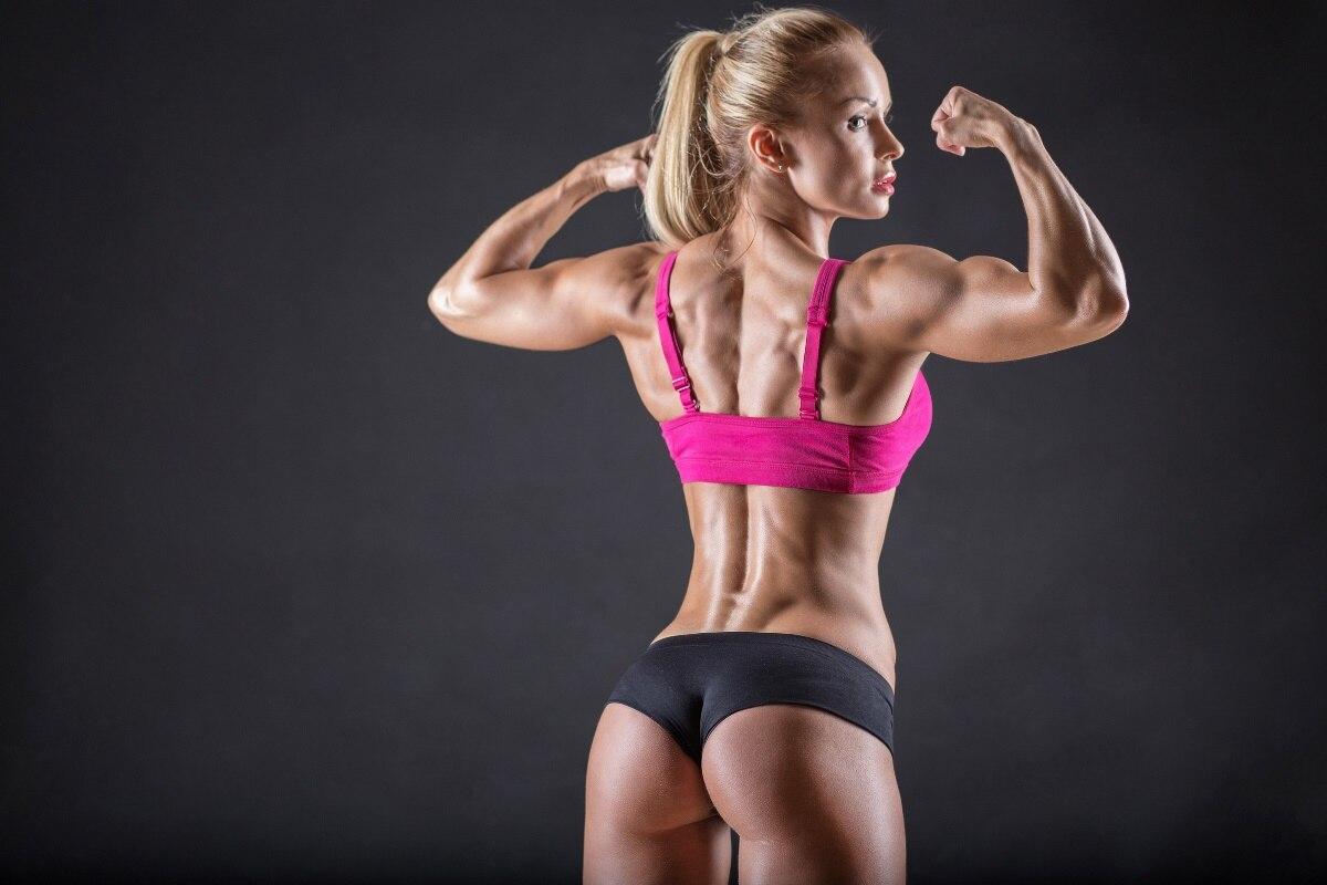 chaude fille musculation armes constituent blonde femme muscles fitness workout sy06 chambre mur de la maison