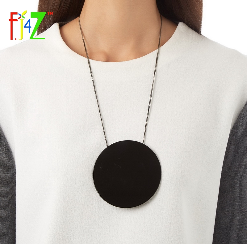 F.J4U 2017 Designer Necklace Fashion Trendy Big Black White Acrylic Circle Long False Collar Pendant Necklaces for women Bijoux