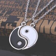 Pingentes com o simbolo místico yin yang divididos para homem ou mulher com fio de metal.