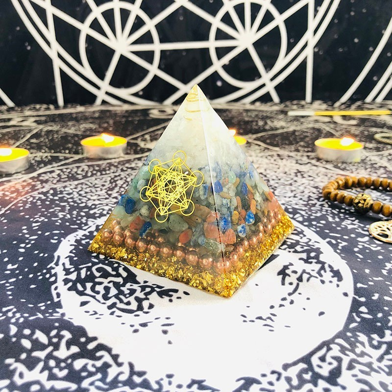 Aurareiki Orgonite Pyramid Raziel Sahasrara Chakra Natural White Crystal Color Crystal Resin Pyramid Crafts Symbolizes Beautiful