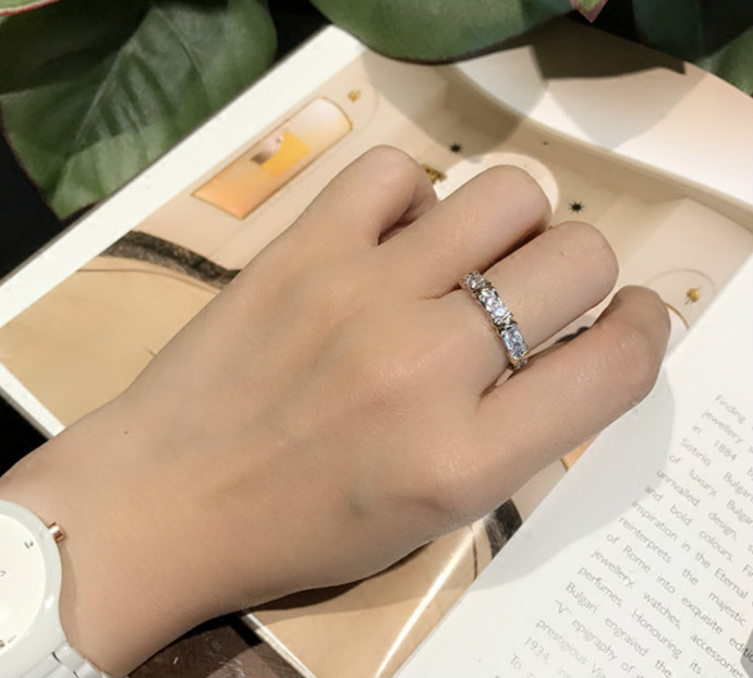 The new 925 sterling silver fashion jewelry is a charming X-shaped exquisite ring. Fashion style ring for both men and women can heart shaped silver plated fashion women s ring silver
