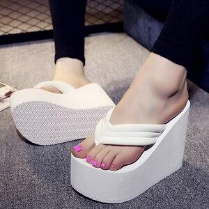 Image 5 - Новинка; Летние пикантные женские тапочки; Женские шлепанцы для отдыха; Пляжные шлепанцы на высокой платформе; Модная обувь; Повседневные женские сандалии