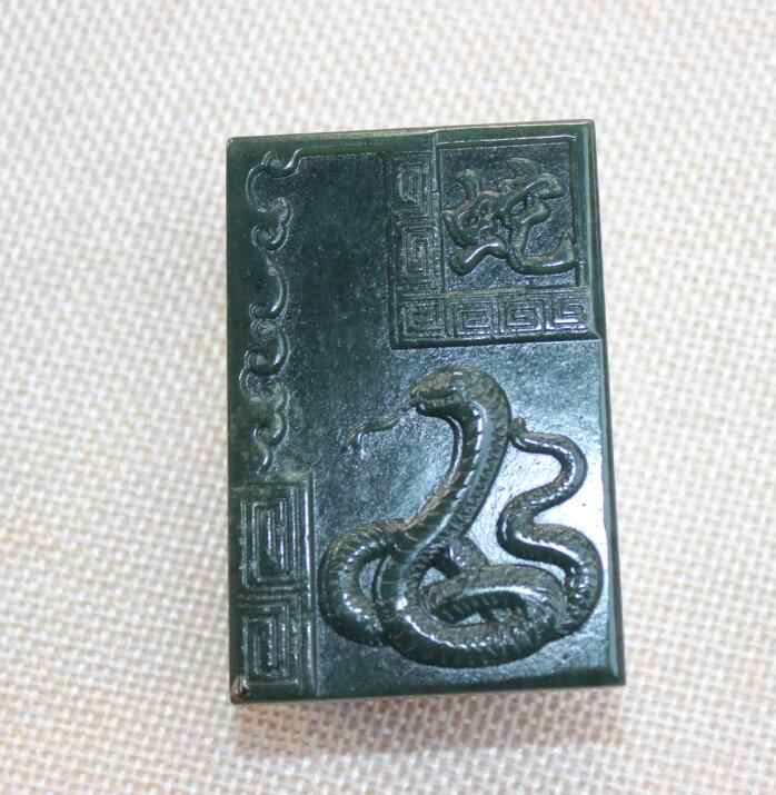 ธรรมชาติซินเจียง Hetian สีเขียวเข้มงูจี้มากมายหยกมากระมัดระวัง reckoning จี้