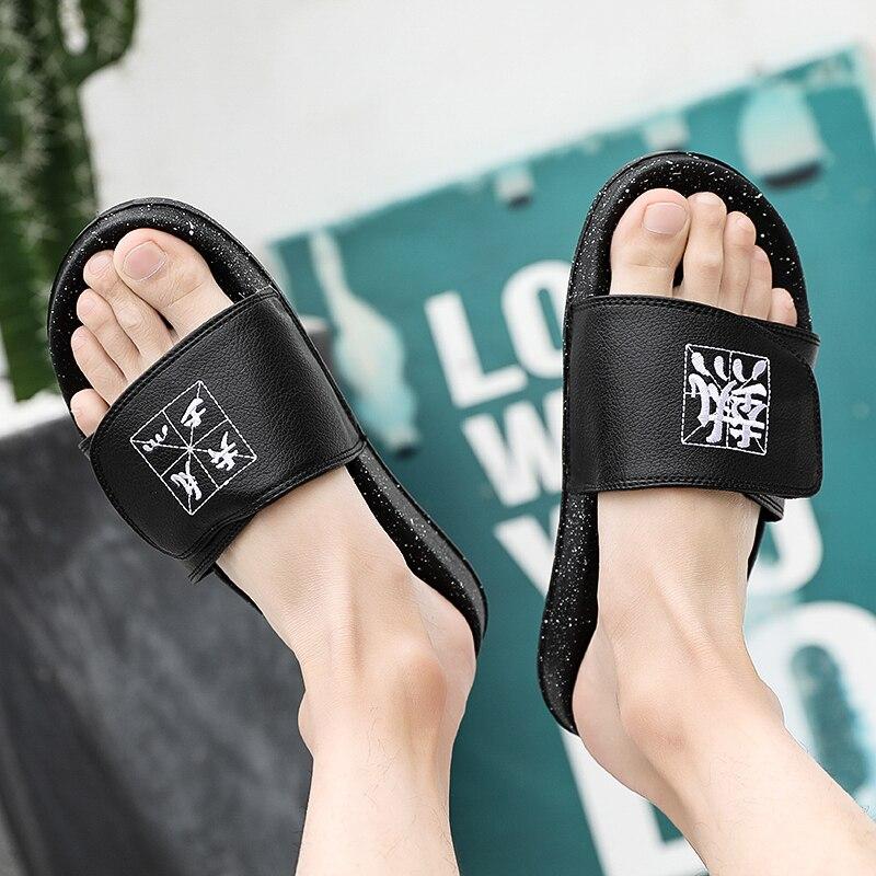Мужские шлепанцы; Летняя обувь на плоской подошве; коллекция года; Летняя мужская обувь; дышащие пляжные шлепанцы на танкетке; цвет черный, белый; Вьетнамки; мужские брендовые шлепанцы без задника