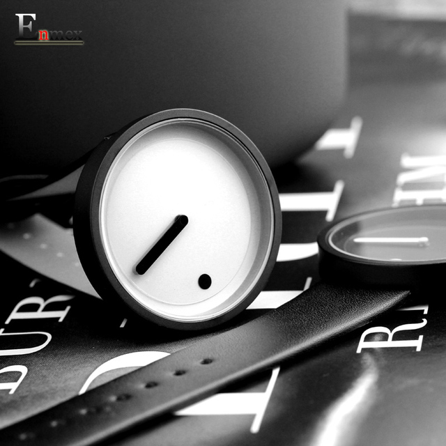 Reloj de estilo minimalista con diseño creativo