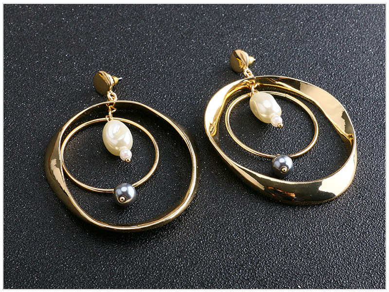 Circle Pearl Earrings  (2)