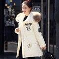 Mulheres Jaqueta de inverno 2016 Das Mulheres Casacos de Inverno E Casaco Branco ganso Parka Para Baixo Com Grande Gola de Pele De Guaxinim Real Beading casaco