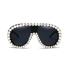 2017 Luxury crystal Sunglasses Women Designer Cat Eye Big Frame Rhinestone Vintage flower Sun Glasses Oculos De Sol Feminino