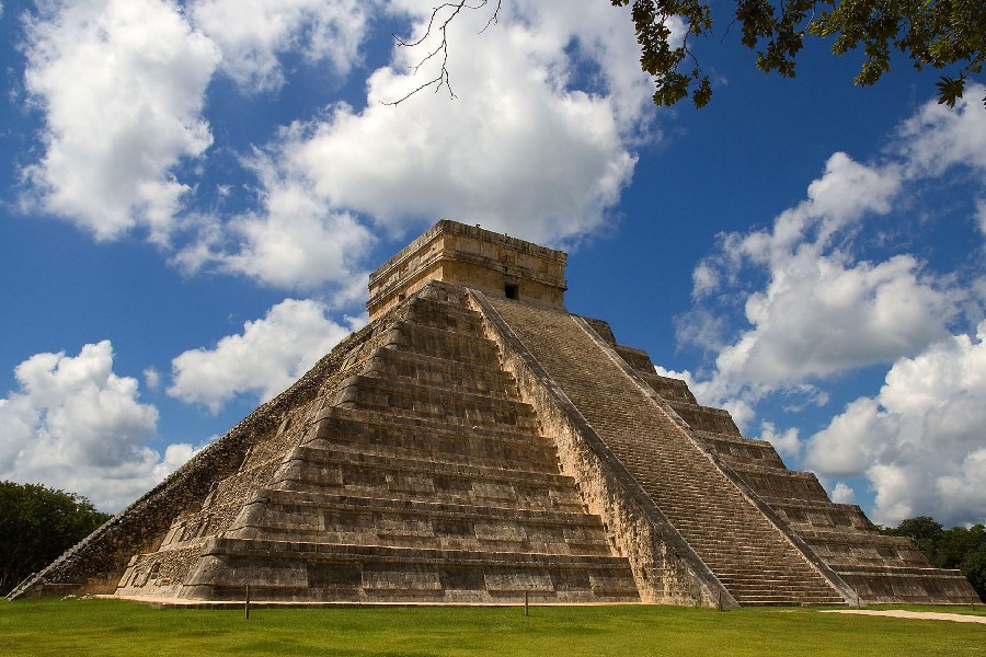 The Maya peoples ˈ m aɪ ə are a large group of Indigenous peoples of Mesoamerica They inhabit southern Mexico Guatemala Belize El Salvador and Honduras