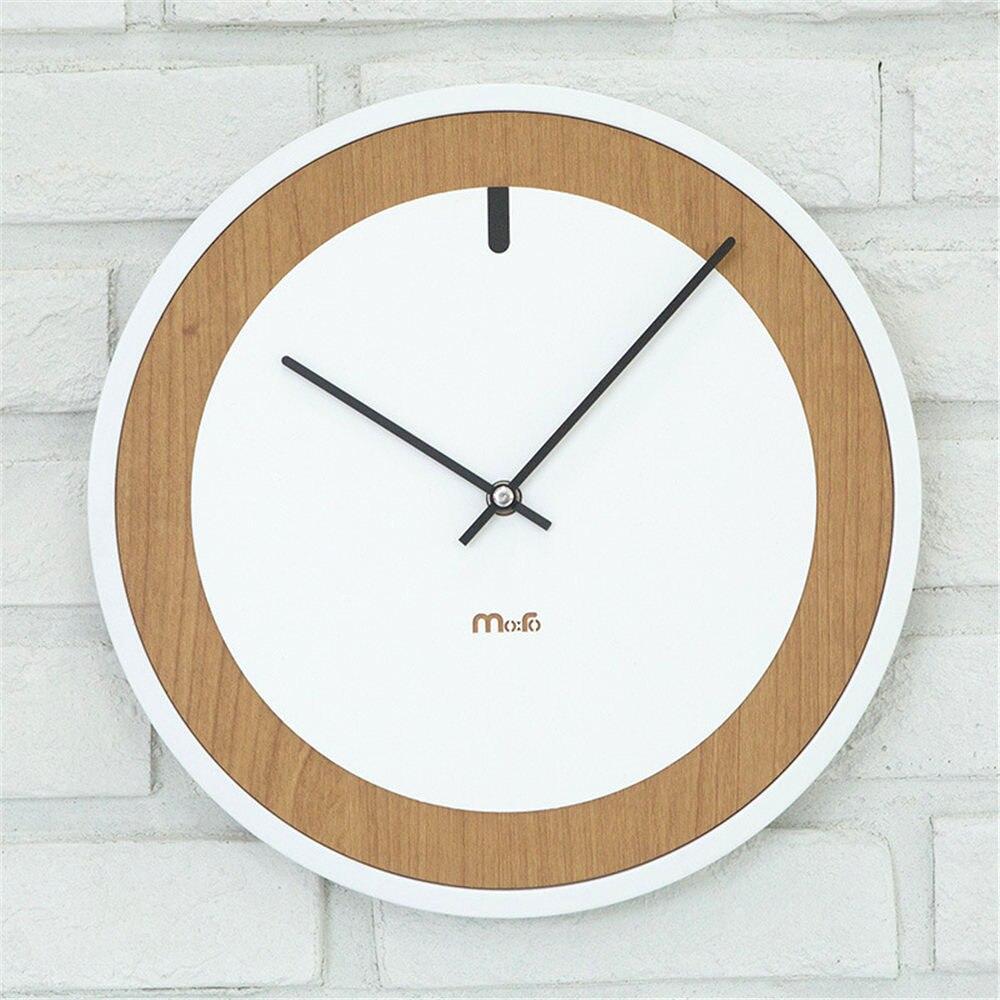 Moderne En Bois De Pin Mur Horloge Vogue Unique Ronde Européenne Minimaliste Supérieure Gracieux Artistique En Silence Horloge pour Café Décor À La Maison