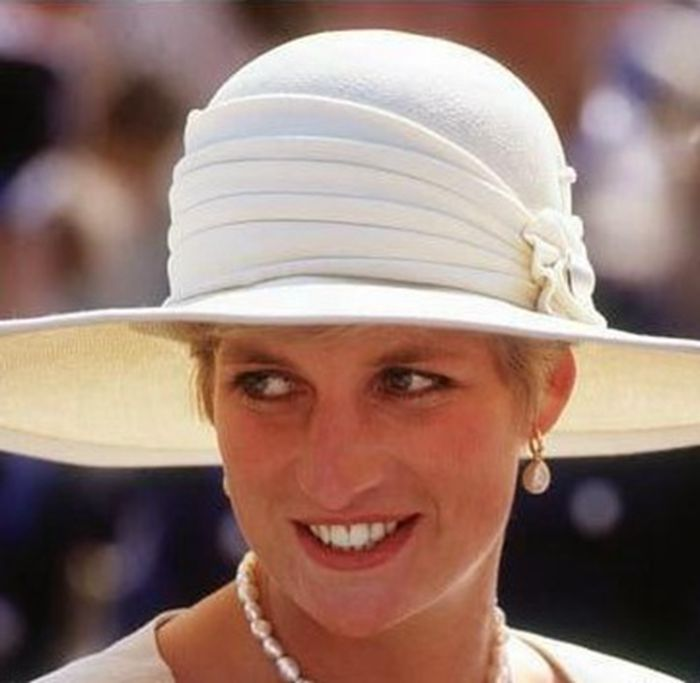 Clássico Teardrop Pérolas Dangle Brincos Princesa Diana Moda - Bijuterias - Foto 6