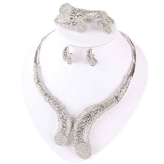 Купить комплект из колье серёг и кольца с кристаллами картинки