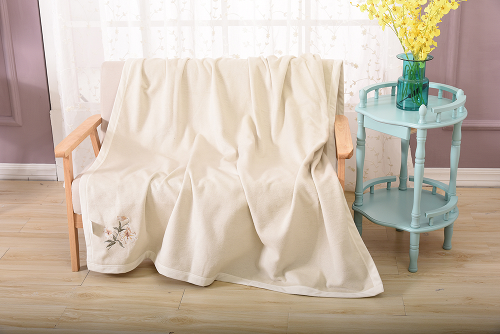 High End Beige Ivory Soft And Warm 100% Silk fiber Sofa Blanket For Living Room Bedspread Breathable Moisture Permeability high quality silk 35mm 200m blank washing mark high end laundering tags for garment provide custom order