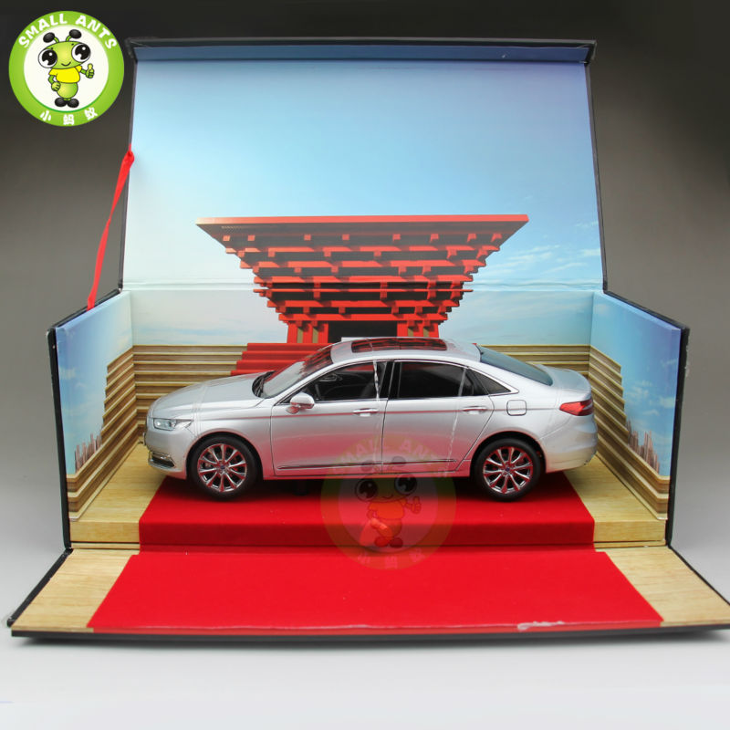 1:18 Ford Taurus Diecast model car for collection gifts hobby Silver 2015 new ford taurus 1 18 original alloy car models changan ford kids toy beautiful box gift boy limit collection silver