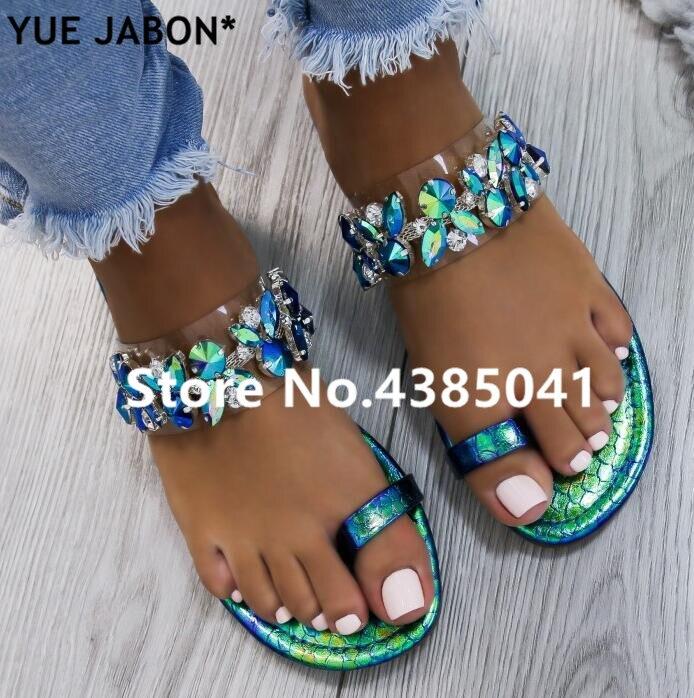 Nouvelle mode blingbling crystal femmes pantoufles d'été plat avec extérieur en cuir PVC femmes chaussures d'été diamant femme tongs