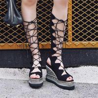 NAYIDUYUN Для женщин из коровьей кожи с ремешками и шнуровкой сандалии до колена Клин Платформа, высокий каблук Праздничные туфли лодочки Лето п