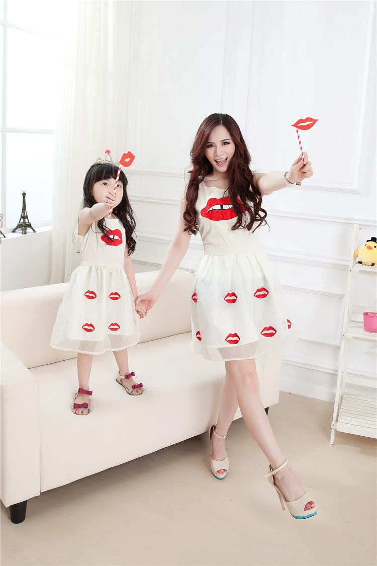 a4be2f9477d7 mother daughter dresses clothes 2015 family costume fashion Mom & Baby girl  chiffon print lipstick sleeveless one piece dresses-in Dresses from Women's  ...