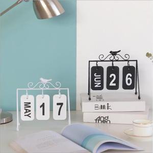 Image 1 - 2020 패션 수동 책상 금속 달력 홈 장식 사무실 테이블 calendario pared 나무 편지지 소녀 생일 선물