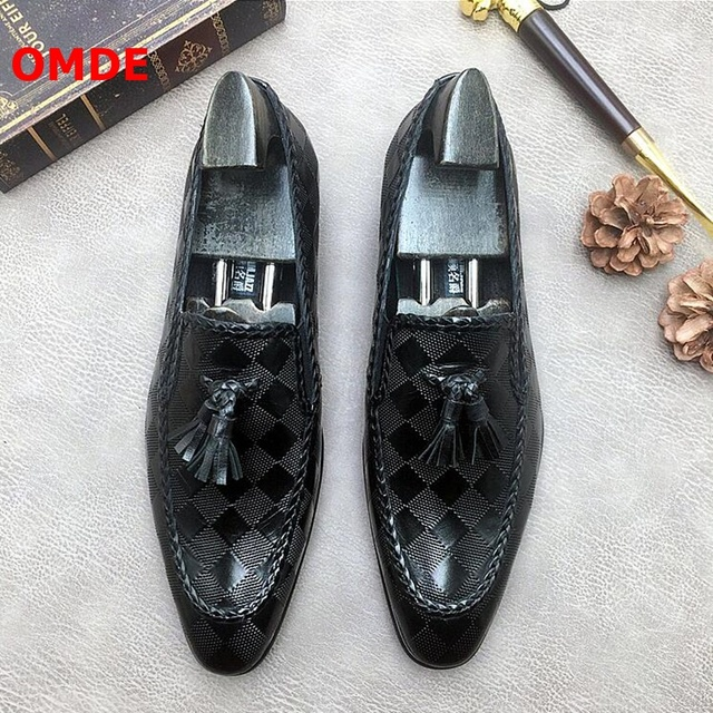 OMDE Hot Sell Embossing Genuine Leather Tassel Men Loafers British Style Slip On Dress Mens Shoes Business Casual Shoes
