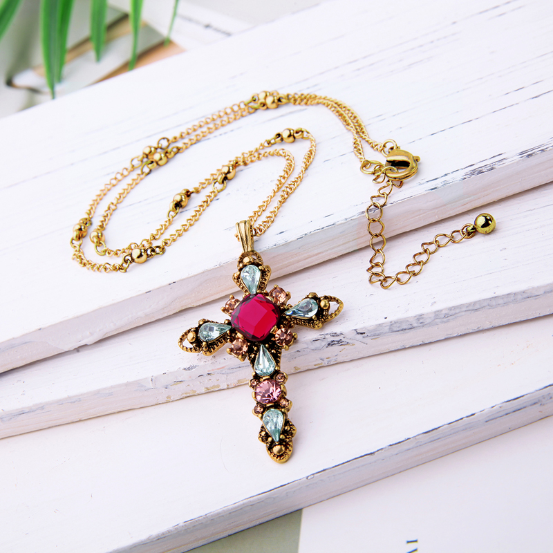 KISS ME Red Green Glass Acrylic Cross Necklaces & Pendants Gold Color Link Chain Women Necklace Alloy Retro Accessories