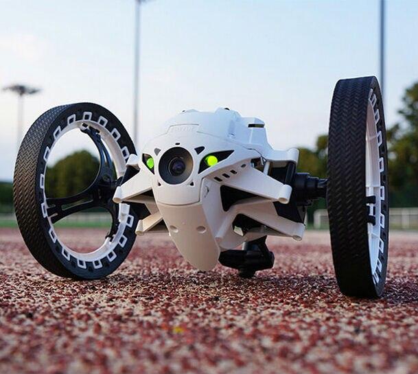 Livraison gratuite nouvelle vente chaude voiture de course rc Surprise! 2.4G 8 canaux Super Cool saut Sumo Robot voiture de rebond peut sauter jouet rc