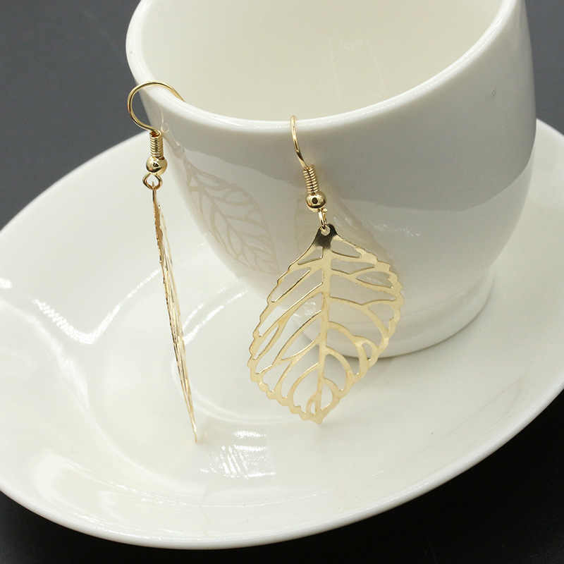 European and American foreign trade fashion simple sen department metal leaf earrings pendant new leaf earrings female