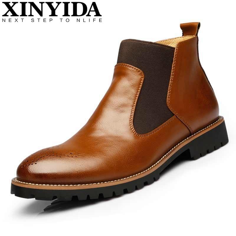 الفاخرة جلد طبيعي مارتن الأحذية البريطانية منحوتة البروغ الكاحل أزياء الرجال أحذية رجالية الانزلاق على الأحذية دراجة نارية زائد الحجم