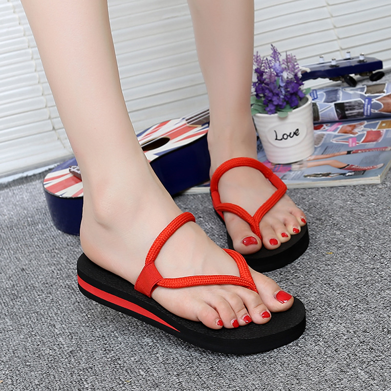 Summer new fashion flip flops Korean version of the solid red strap casual clip feet slip slippers Beach gladiatorsandals shoes 2018the new women s patent leather and shoes classic korean version of the classic korean shoes red wedding shoes