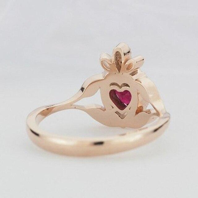 Купить женское кольцо из розового золота вечерние красным цирконом картинки