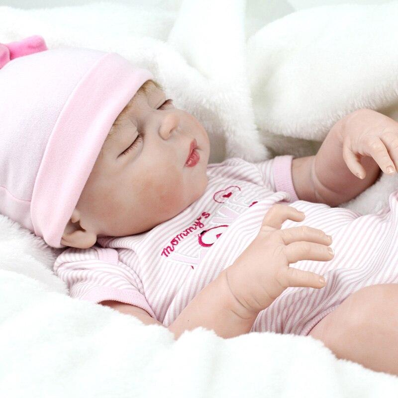 55 cm Weiche Volle Körper Silikon Reborn Puppen Mädchen Puppe 22 zoll Lebensechte BeBe Reborn Babys Spielzeug Menina Bonecas Brinquedos mit Korb-in Puppen aus Spielzeug und Hobbys bei  Gruppe 2