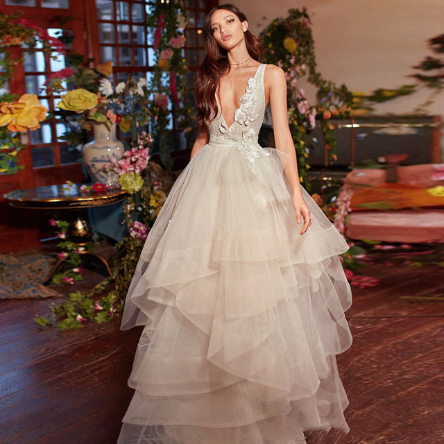 Fashion Garden Style 2018 Wedding Gowns V Neck Backless Tiered ...