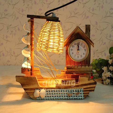 Reloj creativo lámpara de mesa de madera con viento en popa con la pluma de madera retro caja de música luces decorativas gratuito sh