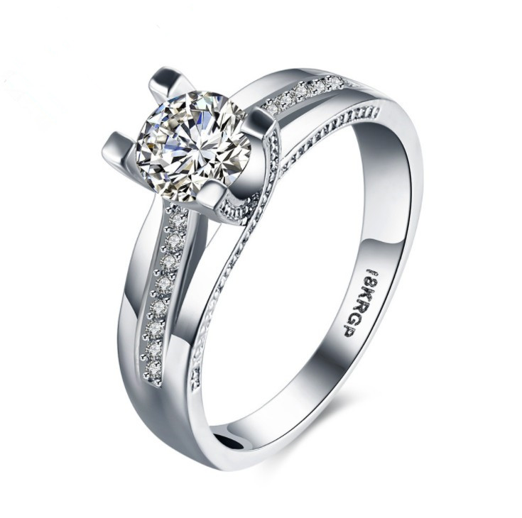 2019 New European Female Crystal from Swarovski Simple sapphire ring Couple ring fashion Wedding jewelry2019 New European Female Crystal from Swarovski Simple sapphire ring Couple ring fashion Wedding jewelry