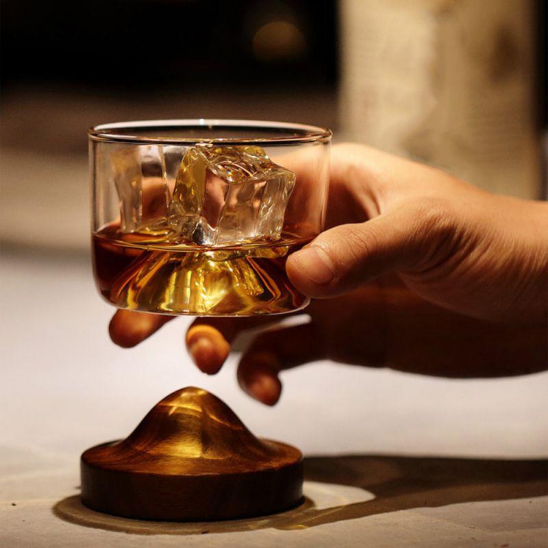 Koop Goedkoop Huis Keuken Whiskey Glas Mountain Houten Bodem Wijn Transparant Glas Cup Voor Whiskey Wijn Vodka Bar Club