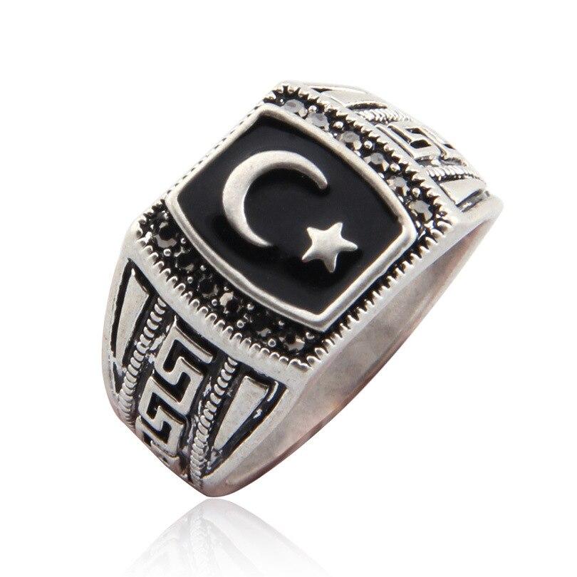 Серебряное кольцо — нехороший знак, который пророчествует о скорой беде.