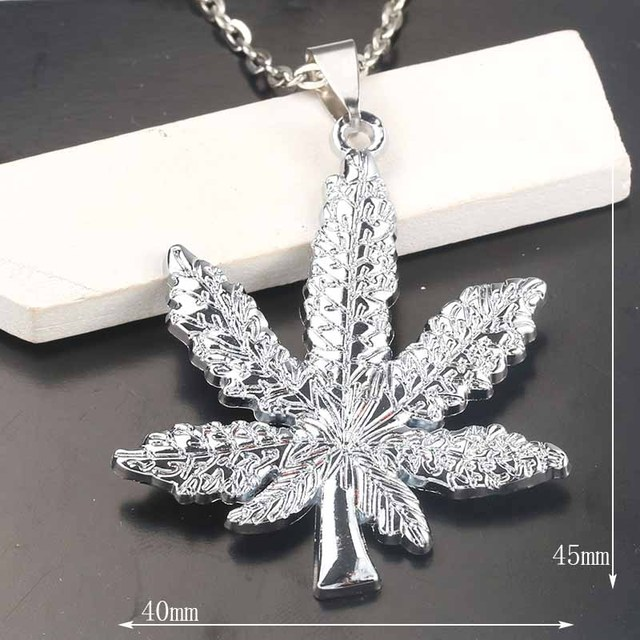 2018 New Silver Plated Cannabiss Weed Herbal Necklace Maple Leaf Pendant Necklace Hip Hop Jewelry Men and Women Pendants 2