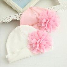 Шапка с цветочным рисунком для новорожденных девочек; мягкая хлопковая шапка для малышей; шапка с цветочным рисунком для малышей; хлопковая мягкая шапка розового и белого цвета; Осенняя шапка