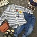 Camisetas de niño chico de moda 2017 primavera cabritos de la manga larga blusas y tops 2-8years da vuelta-abajo al collar de rayas camisas de los niños