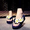 2017 Mulheres Sandálias com Flores Flip Flops Cunhas plataforma Sapatos Chinelos de Praia Sandálias de Verão Mulher Sapatos de Conforto Das Mulheres