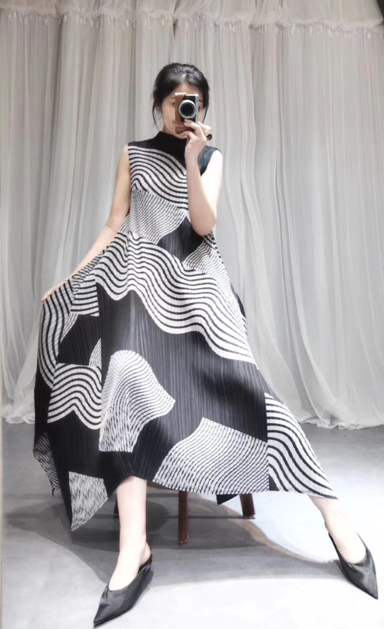Livraison gratuite Miyake pli géométrique imprimé col montant sans manches grande robe ligne a en STOCK