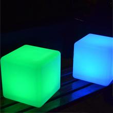 20*20*20CM LED Luminous Cube domu dekoracyjne LED tabeli światła zdalnego sterowania 16 kolory zmiana LED migające kostki darmowa wysyłka tanie tanio GONIUWEI LITHIUM ION 90-260 v Nowość NW042120 Żarówki led Akumulator HOLIDAY 12-Month ROHS Z tworzywa sztucznego 16-color+4 light modes