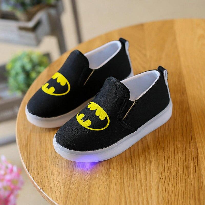 kids LED light shoes 2017 New Arrival children canvas shoe Batman cartoon Printed baby girls sneakers for Boys Luminous Sneaker