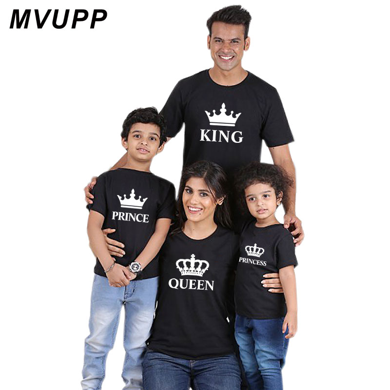 HTB17J8OoxSYBuNjSsphq6zGvVXaC Summer mother and daughter clothes family matching outfits mommy and me look tshirt father mom son baby clothing King Queen