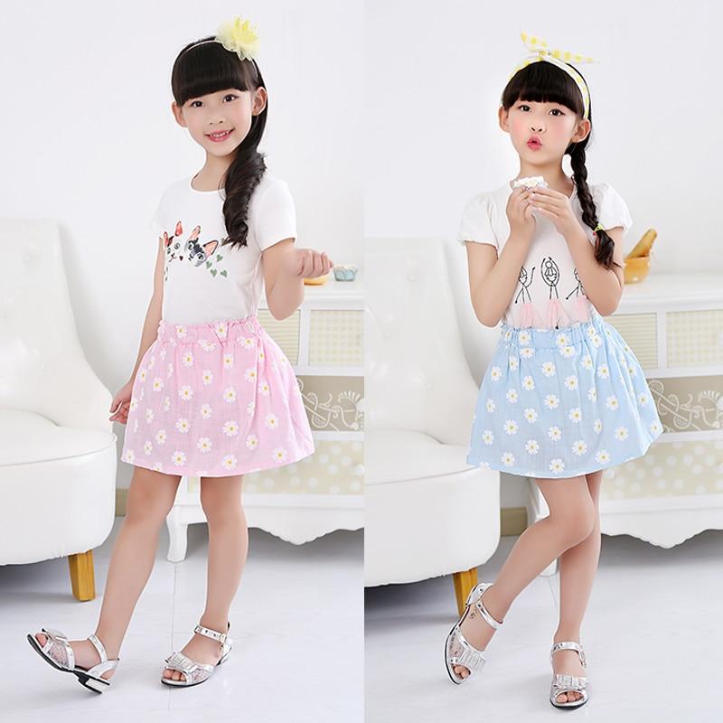 Девушки с юбками из цветов фото