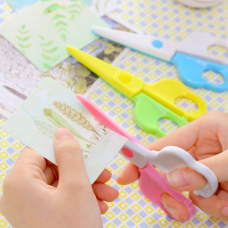 Plastic Small Scissors Baby And Young Children Not To Hurt The Hand Handmade Paper Cutting In Kindergarten Safety Manual Labor